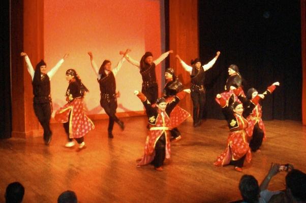 Anadolu Halkoyuncuları'nın gösterisi muhteşemdi.
