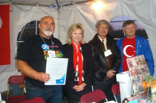Belediye Başkanı Bonnie Crombie'den TKFD Başkanı Celal Uçar'a teşekkür belgesi.