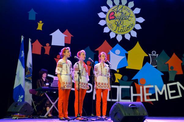 Les jeunes filles ukrainiennes on donné un petit récital inoubliable.