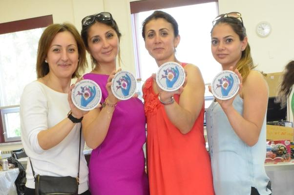 Montreal Türk Kadınlar Derneği Yönetim Kurulu Dayanışma Pazarında.