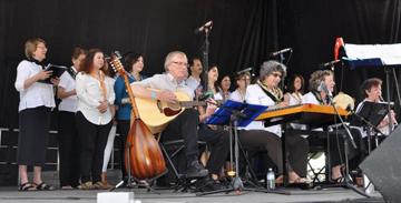 VTC at the European Festival. From left, first row: Mark Hamilton (guitar), Laura Blumenthal (santouri), Erika Gerson (tambourine), Kate Gerson (clarinet); 2nd row: Yeshare Sonay, Bahar Çınarlı, Özge Göktepe, Tulen Çankaya, Ayşegül Doğar; 3rd row: Sema Kutay Aydede, Şenkal Öztürkler, Ali Ergüdenler, Sapideh Salimi.
