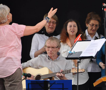 VTC at the EuroFest. From left, Sevgi Dogan (conductor), Mark Hamilton (guitar), vocalists: Sema Kutay Aydede, Yeshare Sonay, Senkal Öztürkler.
