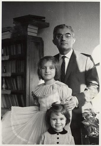 Babam Mehmet Çınarlı, ablam Oya ve ben.