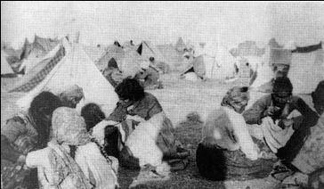 Un camp des Arméniens pendant le transfert de population en 1915.