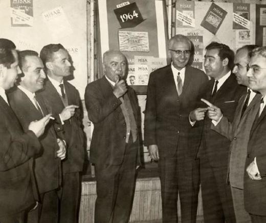 Hisar çekirdek kadrosu, soldan sağa: Tanınamadı, Gültekin Samanoğlu, Mustafa Necati Karaer, Munis Faik Ozansoy, İlhan Geçer, Nevzat Yalçın, en sağda Mehmet Çınarlı.
