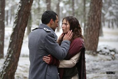 Murat Yıldırım ve Selma Ergeç Kırımlı'da başrolleri paylaştılar.