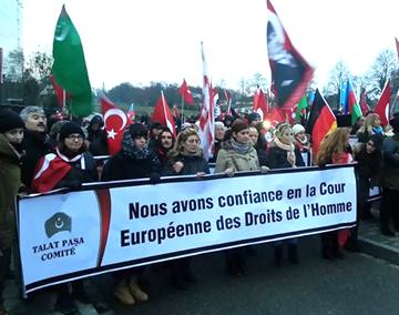 Talat Paşa Komitesi mahkeme önünde gösteri yaptı.