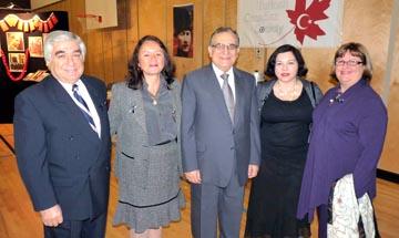 Soldan sağa Eray - Roksana Karabilgin, Büyemçi Rafet Akgünay, arkadaşımız Bahar Çınarlı ve Zeynep Akgünay birlikte görülüyorlar.
