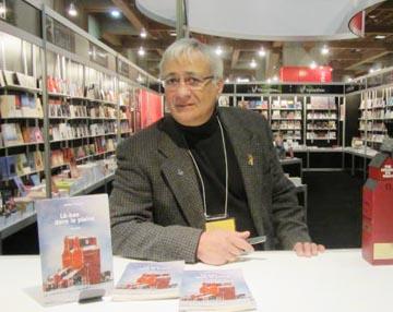Vartan Hézaran, l'Auteur du mois Vartan Hézaran qui a participé comme conférencier à la 35e édition du Salon du Livre de Montréal qui a eu lieu du 4 au 19 novembre dernier à la Place Bonaventure, a été déclaré comme l'Auteur du mois.